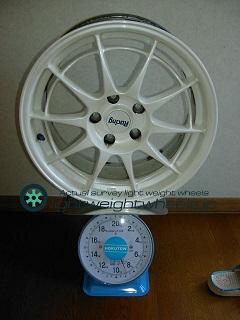 ENKEI NT03 17inch8Joffset+45mmPCD114.3mm 5H重量計測画像