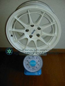 ENKEI NT03 17inch9Joffset+45mmPCD114.3mm-5H重量計測画像
