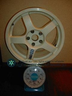 ENKEI TARMAC EVO 17inch 8J offset+30mm 114.3mm-5H重量計測画像