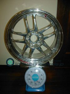 RACING HART CP-035R 18inch 7.5J offset+51mm PCD114.3mm-5H 重量計測画像