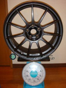 ASSO INTERNATIONAL Partire 17inch 7.5J offset+25mm PCD98mm-5H 重量計測画像