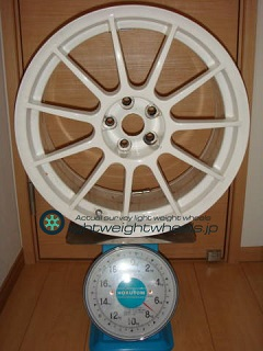 ASSO INTERNATIONAL Partire 17inch 8J offset+30mm PCD98mm-5H 重量計測画像