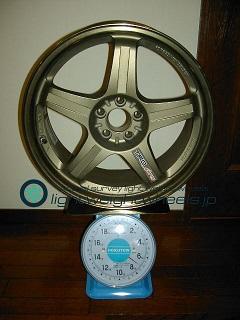 TRD Sports T3 17inch 7.5J offset+30mm PCD100mm-5H 重量計測画像