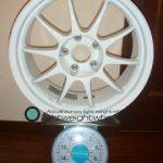 ENKEI SPORT ES-TARMAC 17inch 8J offset+35mm PCD114.3mm-5H 重量計測画像