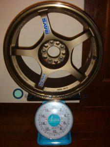 RAYS Gramlights 57F 17inch 8.5J offset+40mm PCD100mm-5H 重量計測画像
