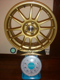 OZ SUPER LEGGERA 17inch 7J offset+48mm PCD100mm-5H 重量計測画像