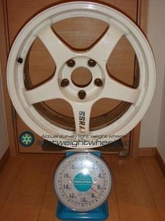 SSR INTEGRAL GT2 17inch 8J offset+40mm PCD114.3mm-5H 重量計測画像