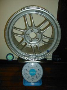ENKEI Racing RPF1 17inch 8J offset+45mm PCD100mm-5H 重量計測画像