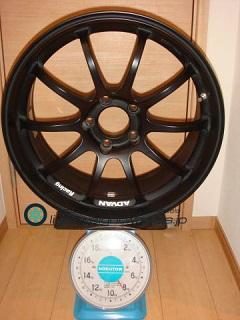 YOKOHAMA ADVAN Racing RS-D 18inch 8J offset+45mm PCD114.3mm-5H重量計測画像