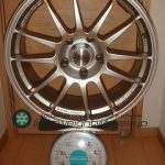 OZ SUPER LEGGERA 18inch 8J offset+40mm PCD120mm-5H重量計測画像