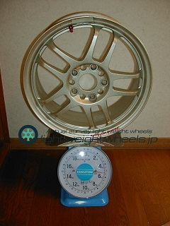 RACING HART CP-035 16inch 7J offset+65mm PCD114.3mm-5H 重量計測画像