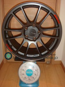 ENKEI GTC01RR 18inch 9J offset+50mm PCD120mm-5H 重量計測画像