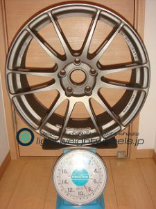 RAYS Gramlights 57XTREME SP SPEC 18inch 7.5J offset+40mm PCD114.3mm-5H重量計測画像