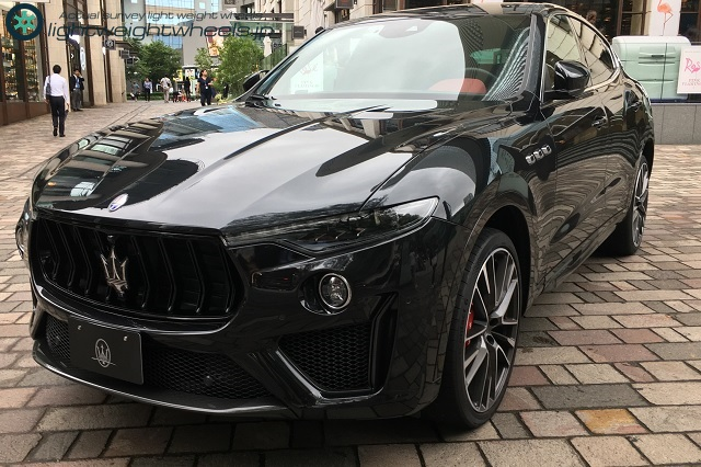 Maserati Levante 全景