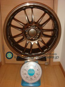 RAYS VOLK Racing RE30 18inch 7.5J offset+43mm PCD114.3mm-5H 重量計測画像
