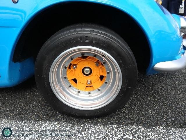Alpine A110 前輪