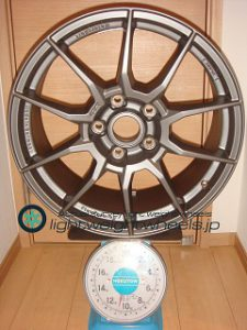 ATS RACE LIGHT 19inch 8.5J offset+49mm PCD130mm-5H重量計測画像